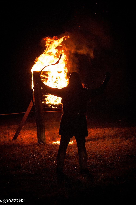 Dalecarlian Horse Adventures uppträder och medverkar för första gången på Midvinterglöd 12 december 2015 med beridet bågskytte med eld, mystik och musik!