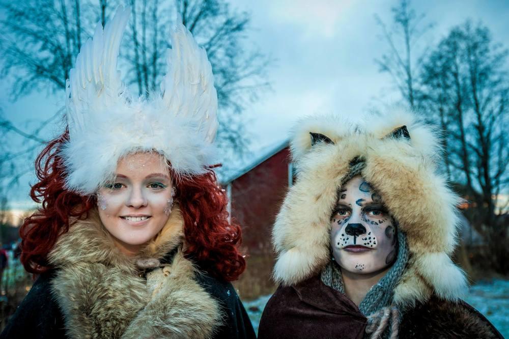 """""""Vinterväsen"""" var förra årets tema på Midvinterglöd och här är två magiska väsen som var med i makeuptävlingen på Midvinterglöd 2014 förevigade på bild. Foto: Martin Burmester."""