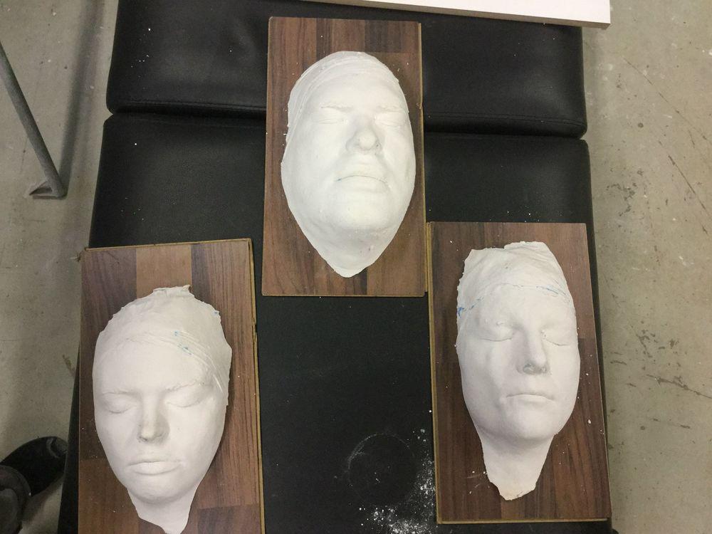 Alla ansikten är avgjutna och klara, redo för nästa steg som är att skulptera masken i lera.