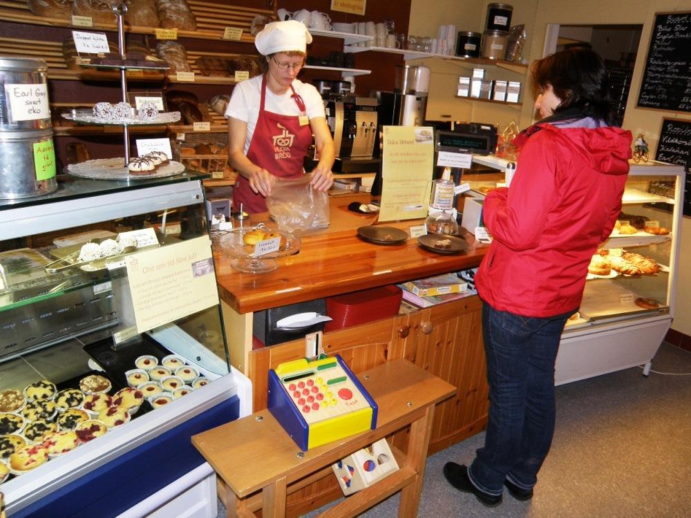 Dorothea Guth, Hudik Bröd medverkar på Midvinterglöds julmarknad med ekologiskt bakverk.