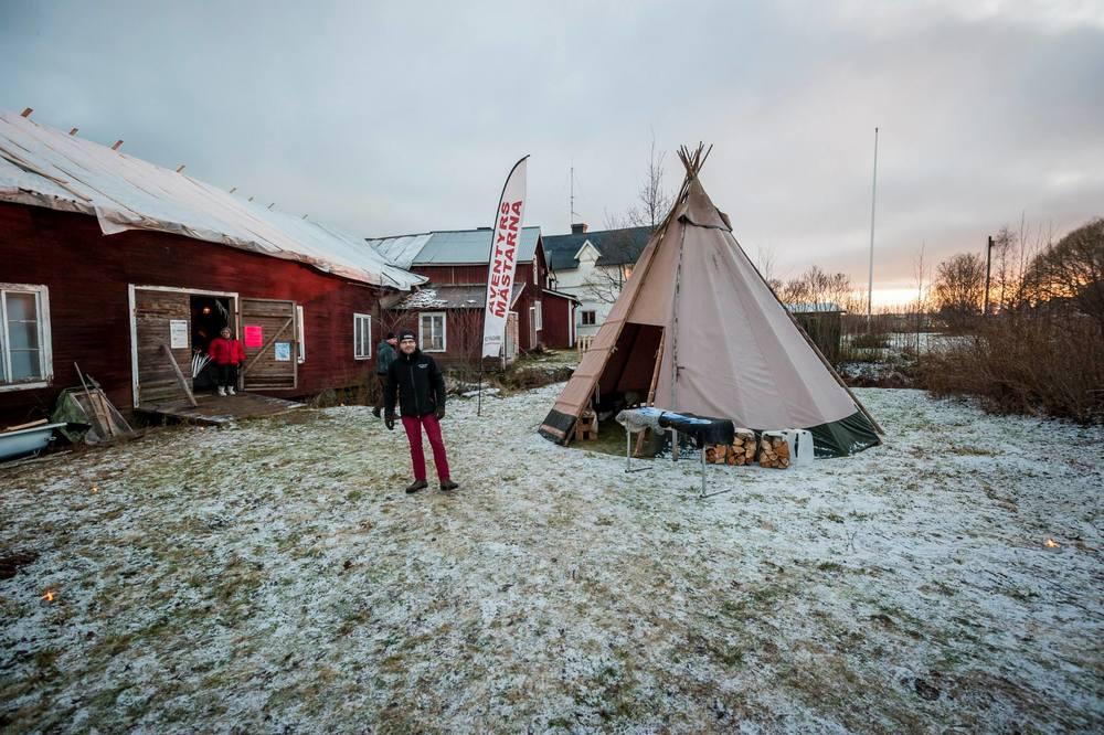Förra året under Midvinterglöd, här står Johan Henriksson redo vid sitt tält innan öppning. Foto: Martin Burmester