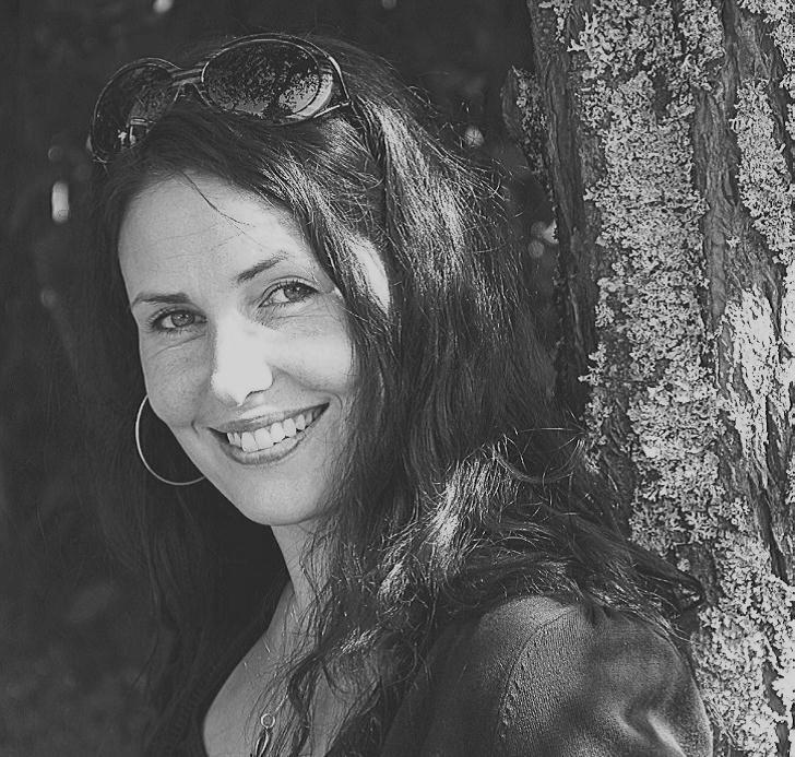 Midvinterglöd 2012 i Jättendal. Folklivsforskare Sandra Lantz berättar om hur Luciatraditionen tagit plats inom folktron.