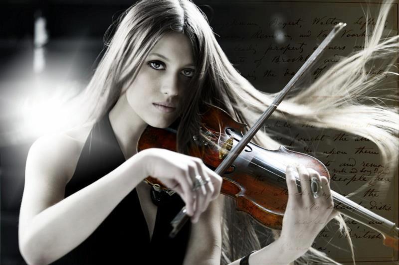 Violinisten Francesca Crotti Musnicki från Italien närvarar på Midvinterglöd i Jättendal.