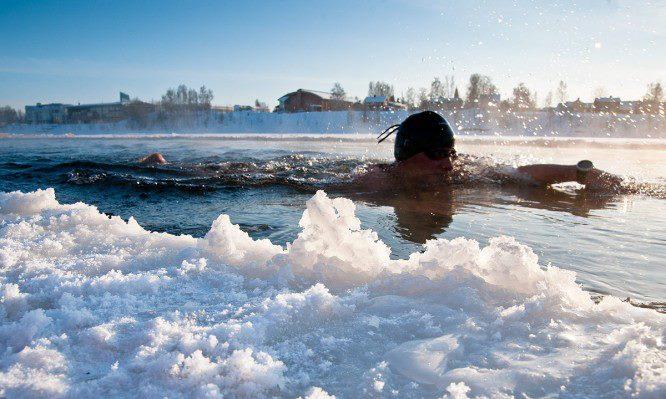 Midvinterglöd 2012 i Jättedal. Världsmästare i vintersimmning Anna-Carin Nordin tar sig an de frusna strömmarna i Jättendalssjön. Nordanstig.se - Nytt världsrekord satt i Mellanfjärden då Anna-Carin Nordin klassificerade sig som Ice Swimmer den 2 november 2012