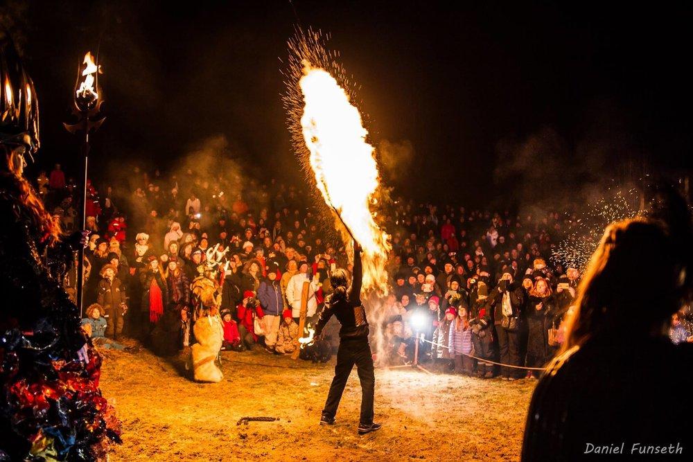 Showen med lucia i folktron, Midvinterglöd 2014. Foto: Daniel Funseth