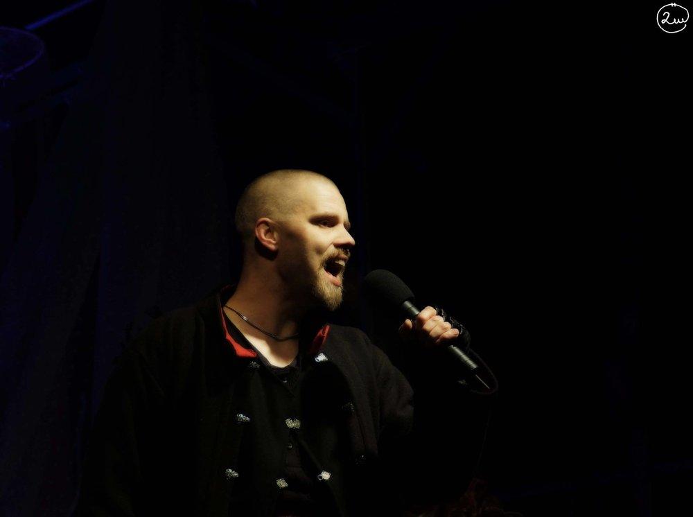 Leo Flavum  medverkar som berättare även i årets show med Lucia i folktron.  Foto:Stephanie & Ulrika Örjas, 2Witches Photo