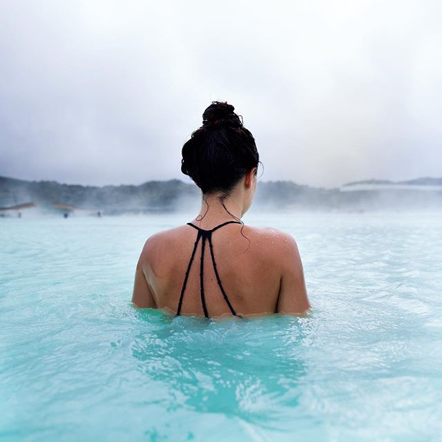 Instagram vs reality. Don't get me wrong this place is still a very cool spot to see but because it is so close to the Reykjavik airport it makes it one of the most visited spots in all of Iceland. #bluelagoon #icelandtravel #travelphotography