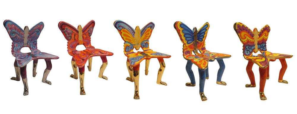 Sillas Mariposas. Elaboradas en cerámica de alta temperatura. Tamaño: 20 cm. x 17 cm. x 11 cm. Colores: Pitadas cada una a mano, con baño de oro de 22 k.