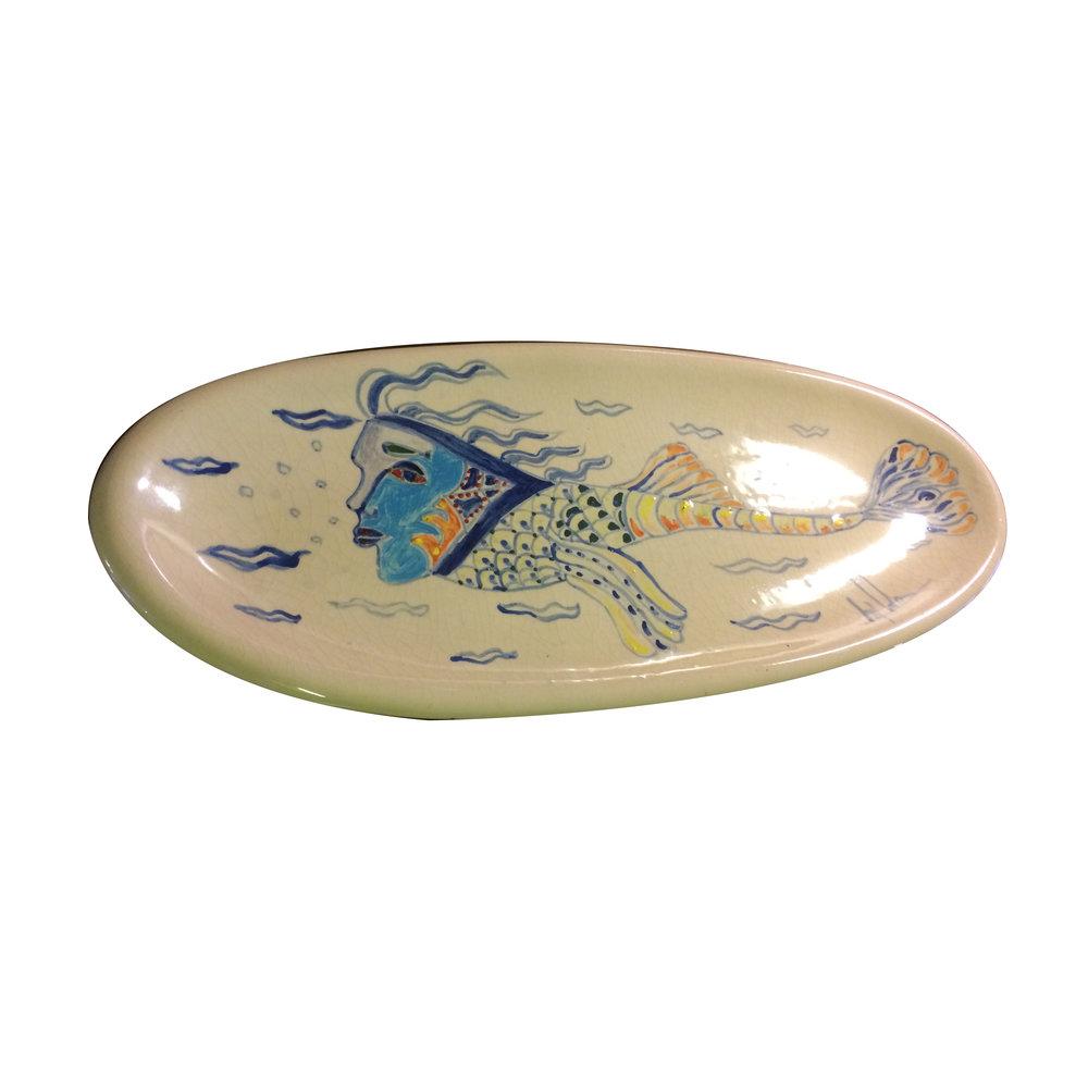 Plato de Erik Ledoux.   Elaborado en cerámica con diseño de mujer pez.
