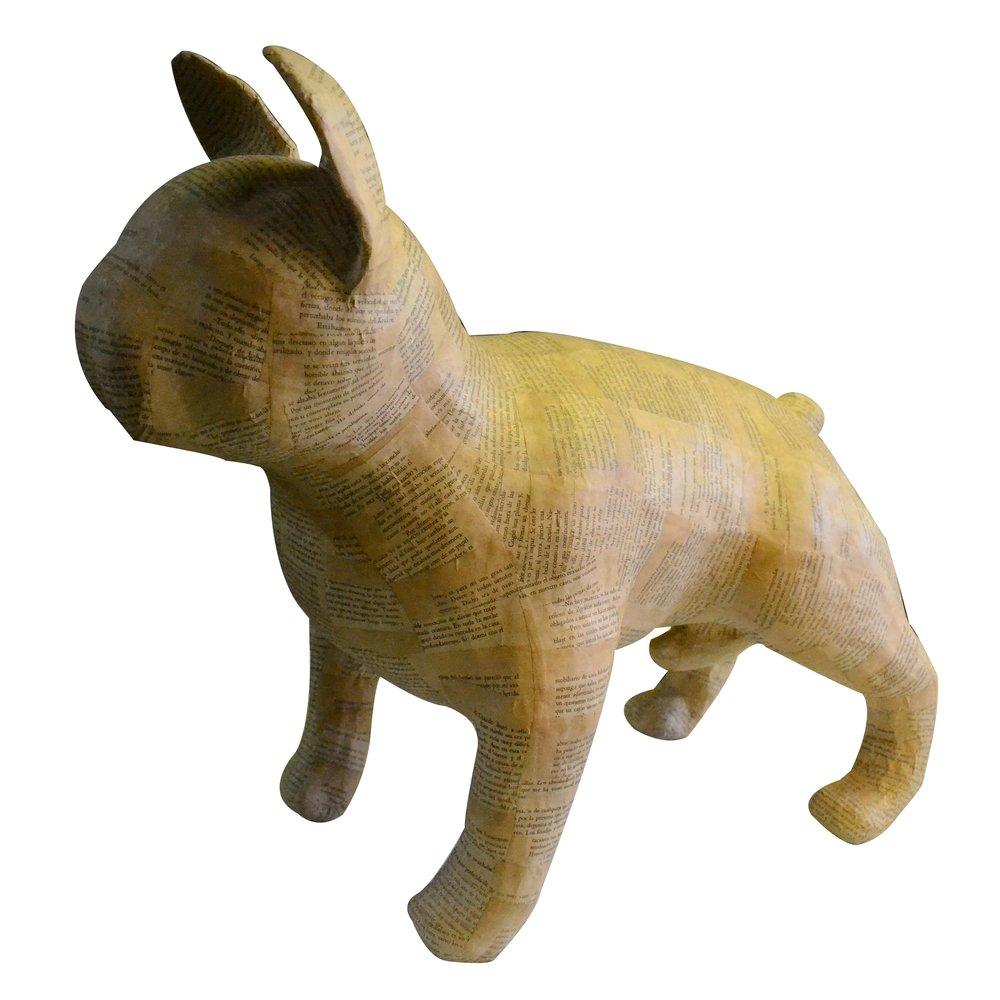 """Escultura titulada """"Bulldog"""" de Iván Muñoz. Elaborada en papel mache."""