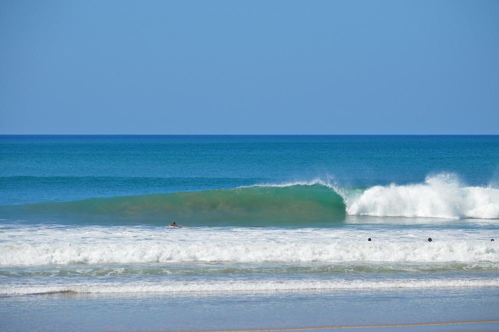 Epic beach breaks few guys out!