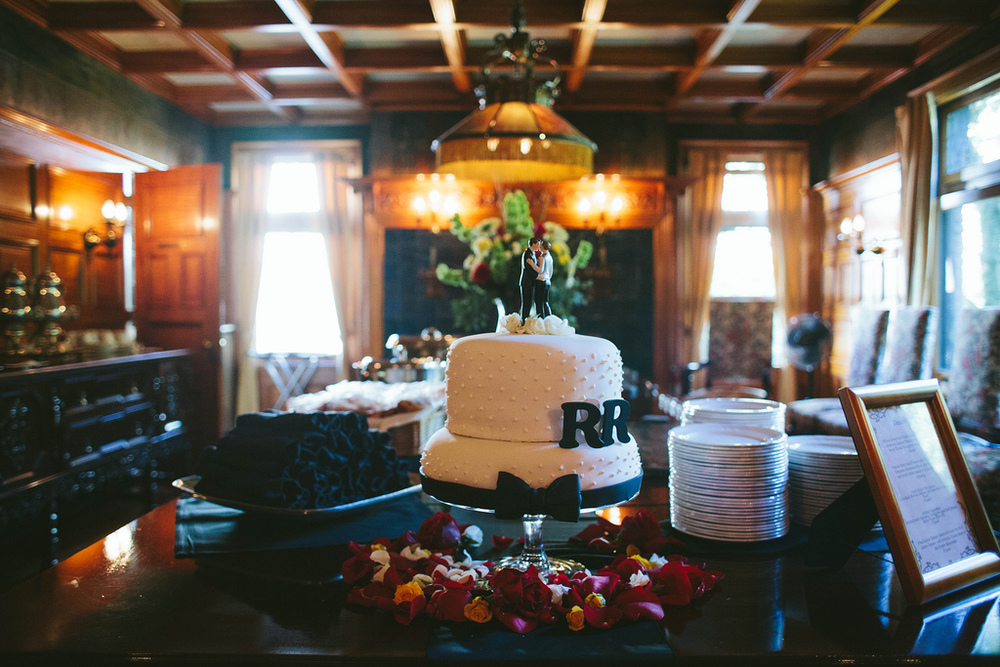 Totally in love with this cake at Stimson Green Mansion captured by Stephanie Kaloi Photography