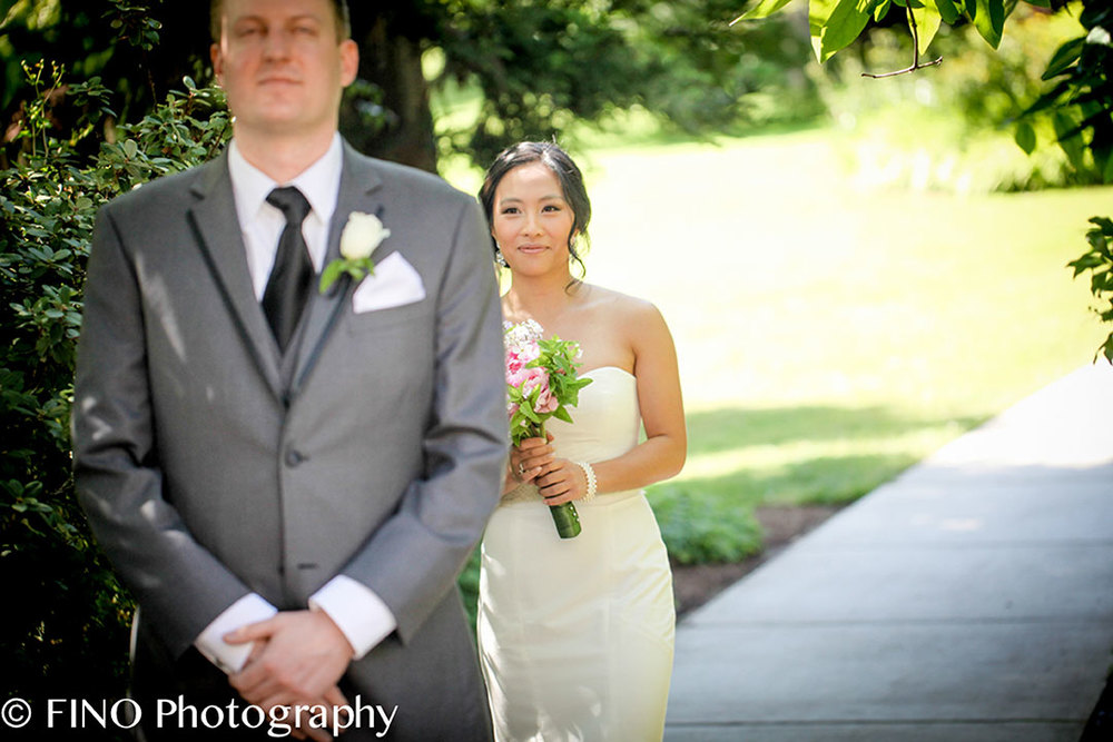 beautiful bride and groom wedding seattle