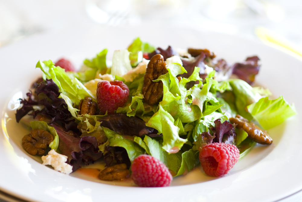 Mixed Greens with Fresh Raspberries, Goat Cheese and Candied Pecans