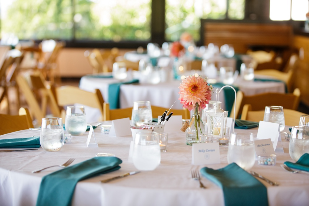 Table setting at the Ballard Bay Club | Arlene Chambers Photography
