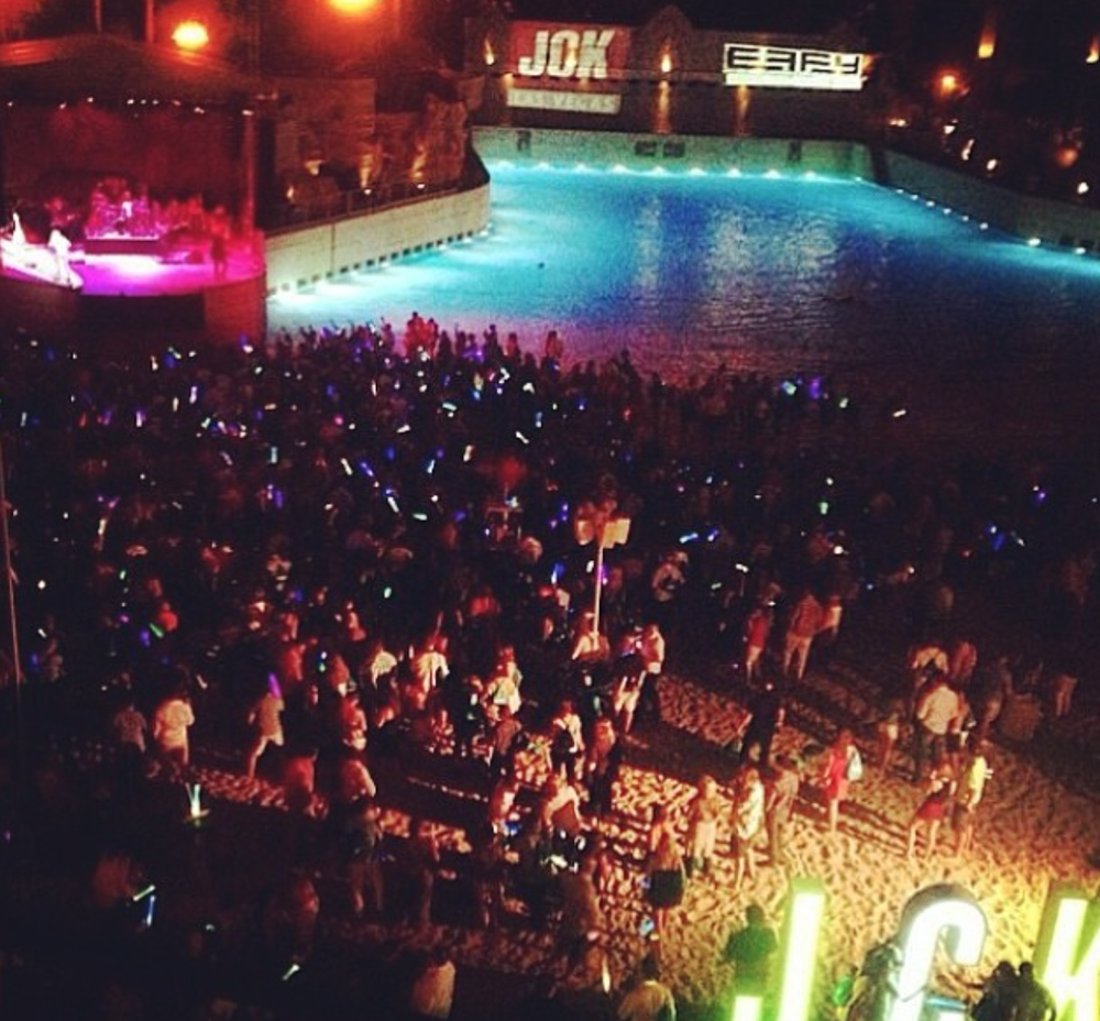 The work scene from the JCK Rocks the Beach event at the Mandalay Bay pool featuring a performance from Rob Thomas.