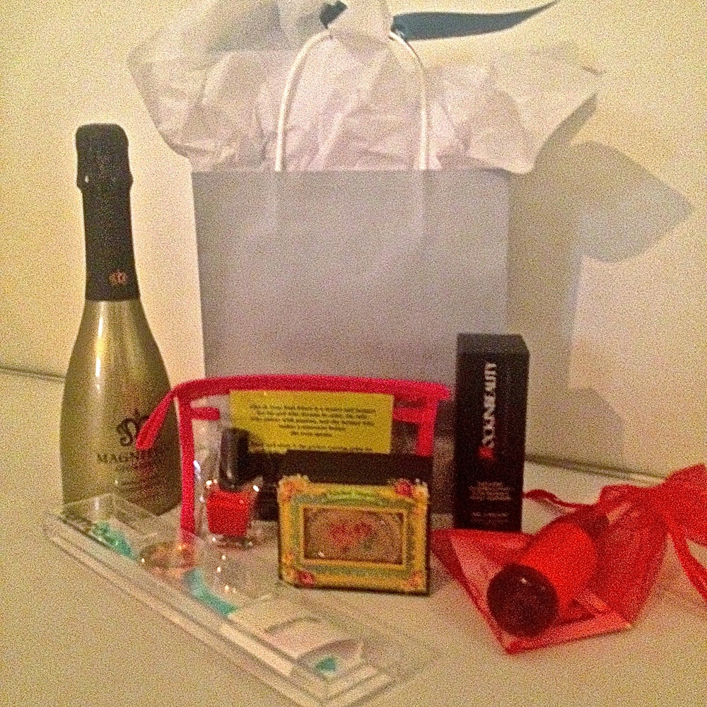 Thanks to Be Magnifico Champagne, Lotus Wei Fragrance, Michal Negrin Compact, Rockin Beauty, BB Cream Skincare, RumbaTime Watches and 25th & June Nail Polishfor contributing to our lovely editor gift bags.