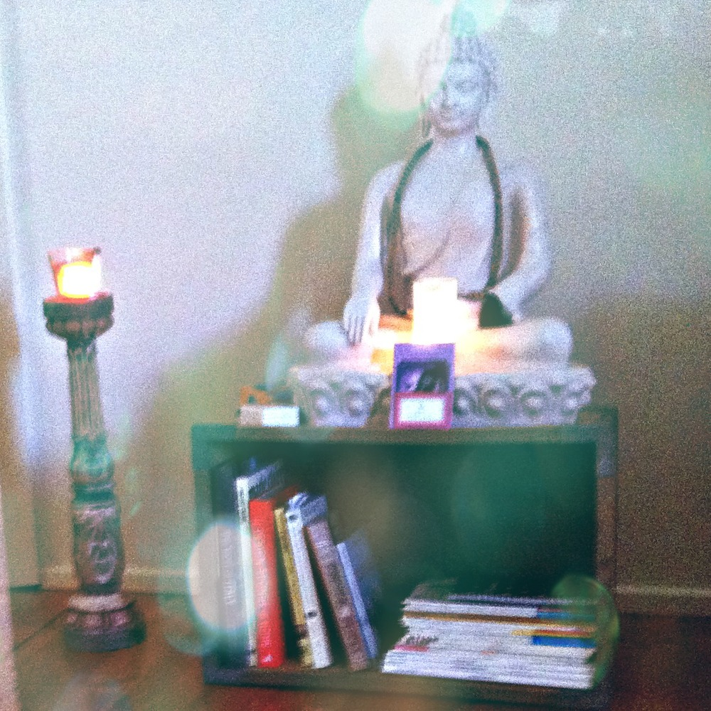 Peaceful yoga altar - creating a home yoga retreat