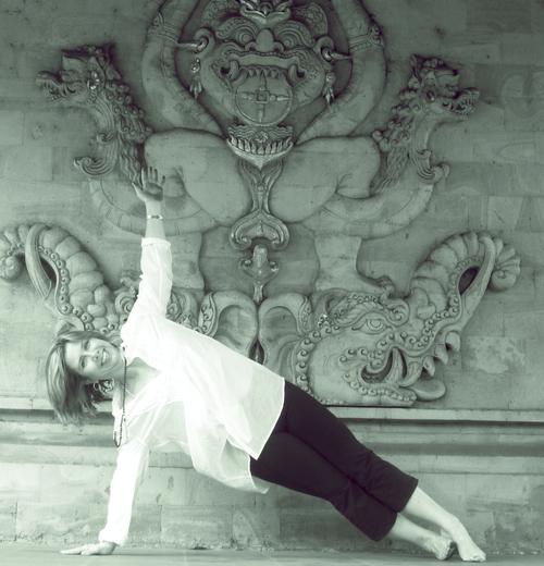 Lisa Alwell doing vasisthasana