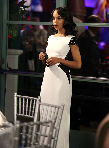 "Credit: ABC/DANNY FELD   2. Whether she's handling a Capitol Hill crisis or juggling alone time with one of the many men in her life, Washington's Olivia stays on trend. Rocking this Escada black and white Gorinn gown at the Caldwell fundraiser during the episode ""Boom Goes the Dynamite,"" the actress used her trendy sex appeal to woo Fitz (Tony Goldwyn) -- and newcomer Jake Ballard (Scott Foley)."