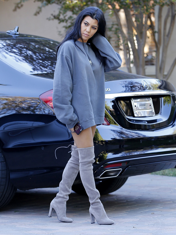 Reality-stars-and-sisters-Kim-and-Kourtney-Kardashian-spotted-in-Woodland-Hills-while-getting-ready-to-film (1).jpg