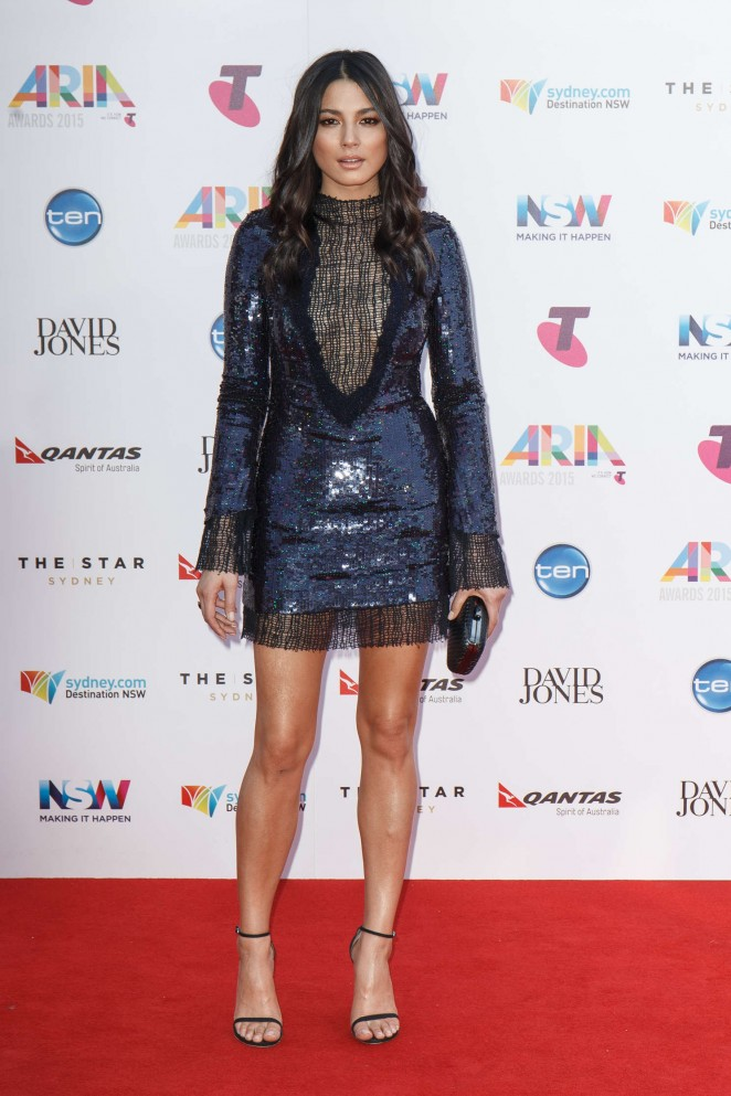 Aussie beauty Jessica Gomes shimmered and sparkled in a Manning Cartell sequin-embellished frock at the ARIA Awards 2015.