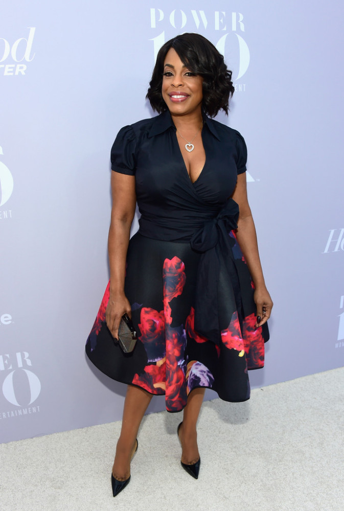 Scream Queens   star Niecy Nash was pretty in a floral flared hem wrap dress.