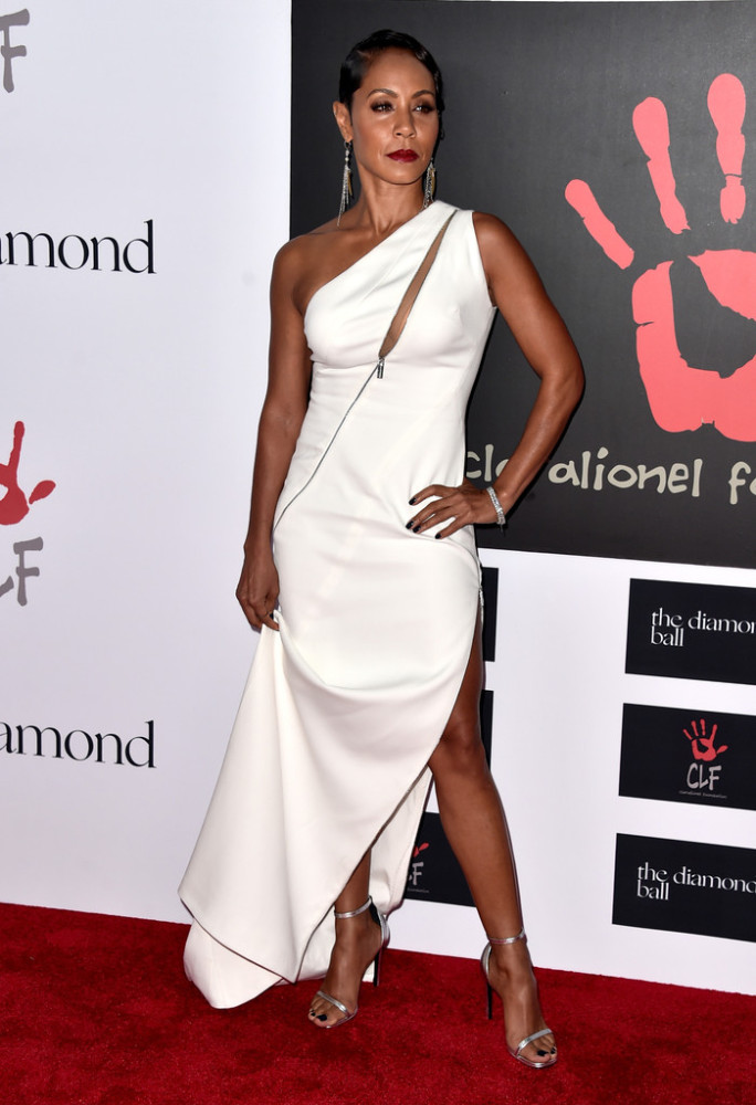 Jada Pinkett Smith was white hot in a one-shoulder, zip-accented Zuhair Murad gown with a thigh-high slit. Isn't she just flawless?