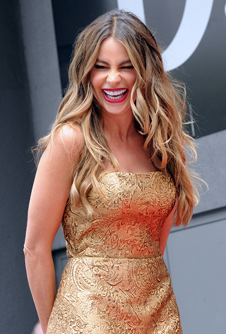 Sofia Vergara's Classic Beach Waves  No one does relaxed (yet sexy) waves like Sofia Vergara, and this highlighted look is no exception. This style is perfect for a beach wedding.