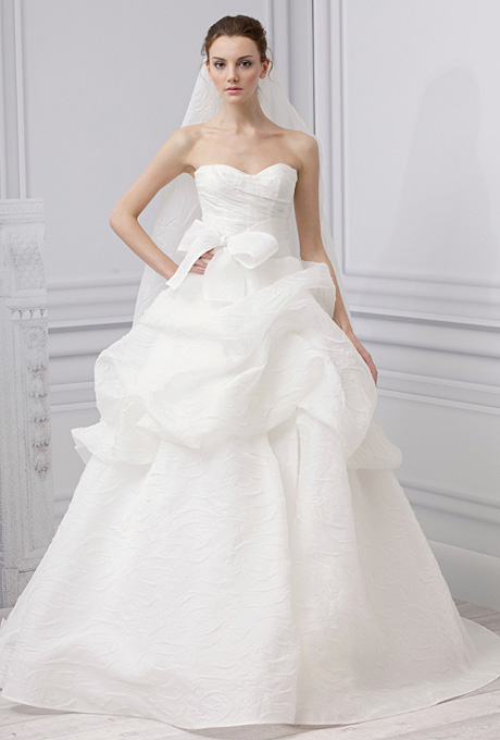 Monique Lhuillier   Gown by  Monique Lhuillier     Browse more Monique Lhuillier wedding dresses.   Photo: Courtesy of Monique Lhuillier