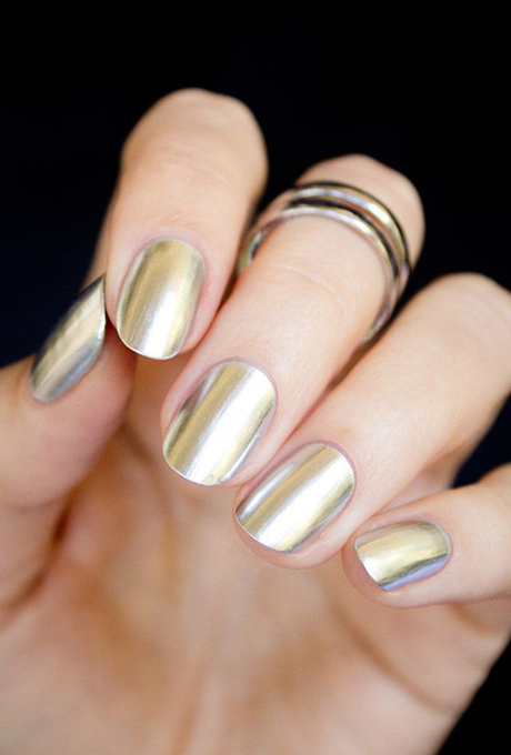 A gold manicure.  Photo: Le City Kitty via  Pinterest