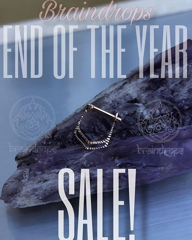 Let's end 2018 the right way... With a SALE! Braindrops End of the Year Sale! (From now until the end of the year) -$5 Off all piercing service fee's -13% Off all jewelry A sincere thank you to all our incredible clients, friends, and family, for making this year one for the books. We couldn't have done it without your continued love and support. Thank you again, we cannot wait to continue growing with you in 2019. . . . . . Jewelry pictured from @anatometal and @quetzallijewelry. #braindrops #braindropssf #braindropslovesyou #sanfrancisco #haightstreet #haightashburry #gold #goldbodyjewelry #sf #allgoldeverything #qualitybodyjewelry