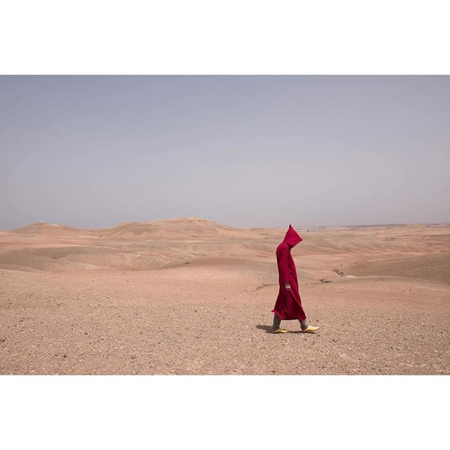 Travel | Morocco . . . . . . . #travel#travelphotography#morocco#djellaba#desert#photographer#prints#landscape#land#newyork#paris#london#uae#color#red#tokyo#fashion#editorial#maroc#marrakech#munich#northafrica#africa