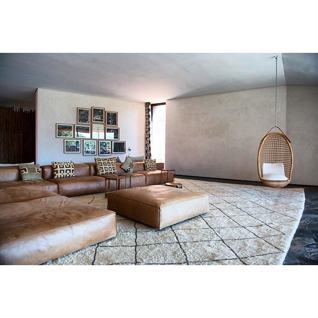 Interior Design | Villa E . . . . . #interiordesign#interiorphotographer#photo#carpet#design#architecture#architecturephotography#morocco#marrakech#photoshooting#maroc#modern#classic#ourika#light#shadow#