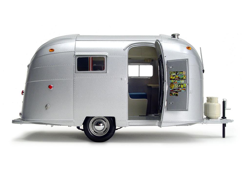 Motor-City-Classics-Camper-Trailer-01.jpg