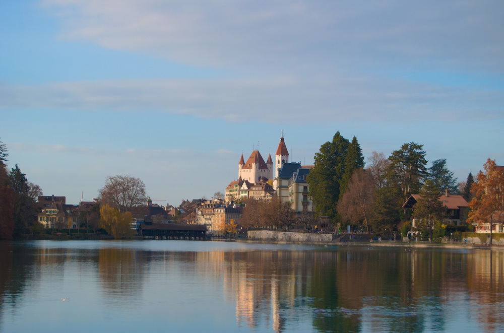 Thun_Lake_Castle_HDR.jpg