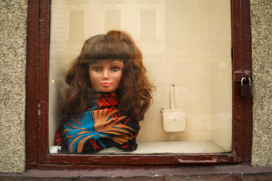 A mannequin head in a shop window in Krakow, Poland