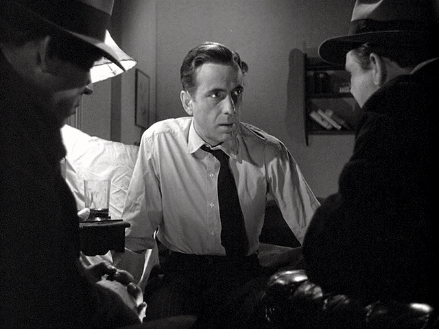 Bogart between 2 cops.jpg