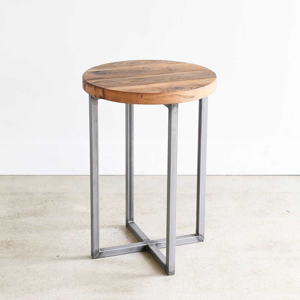 Attirant Round Reclaimed Wood Accent Table / Steel Frame Pedestal