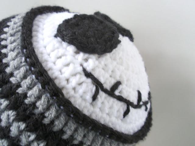 Crochet Halloween Jack Skellington hat - YouTube | 480x640