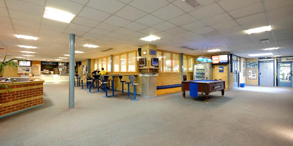 Complexo esportivo para prática de basquete, futebol de salão, voleibol e badminton - 061