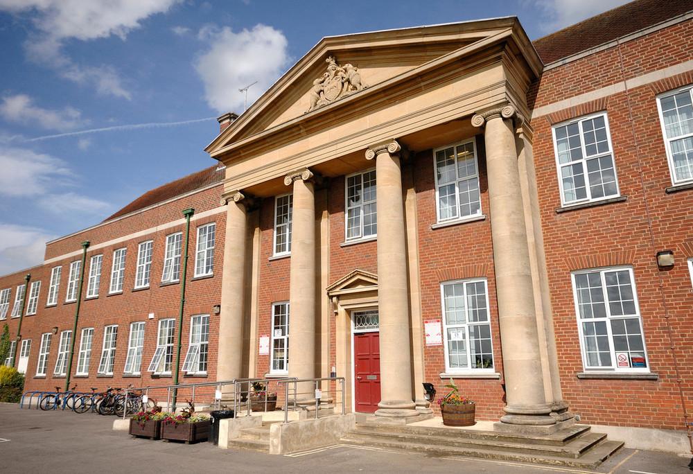 Frente do prédio acadêmico - 072