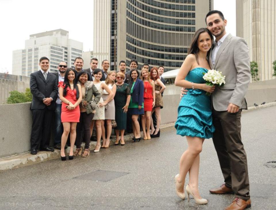 O casal feliz após o casamento civil em Toronto, em 31 de Agosto de 2012.