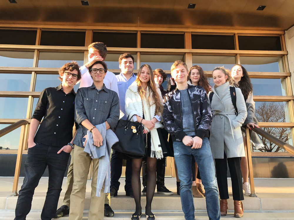 Os alunos são estimulados a visitar universidades como Harvard, o MIT e a Boston University