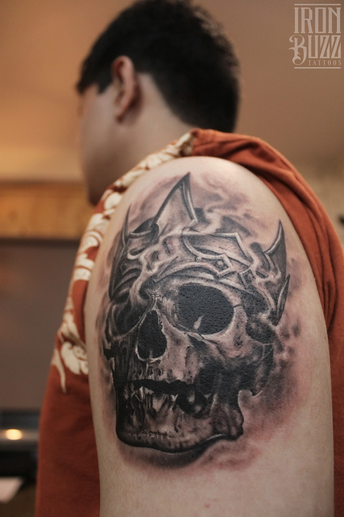 Realistic Skull and Crown tattoo by Eric