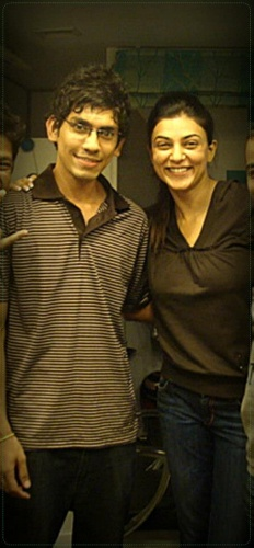 best-tattoo-artist-in-mumbai-india-eric-jason-dsouza-iron-buzz-tattoos-meeting-best-bollywood-actress-miss-universe-sushmita-sen-for-her-tattoo.jpg