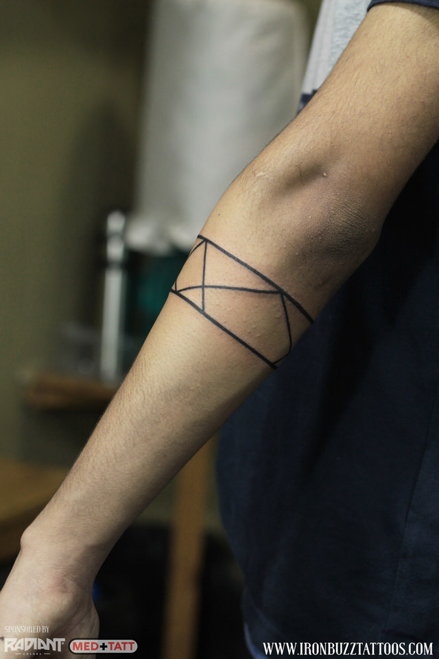 geometry-lines-forearm-band-2-tattoo-by-best-tattoo-artist-jayesh-eric-jason-dsouza-iron-buzz-tattoos-in-mumbai.jpg