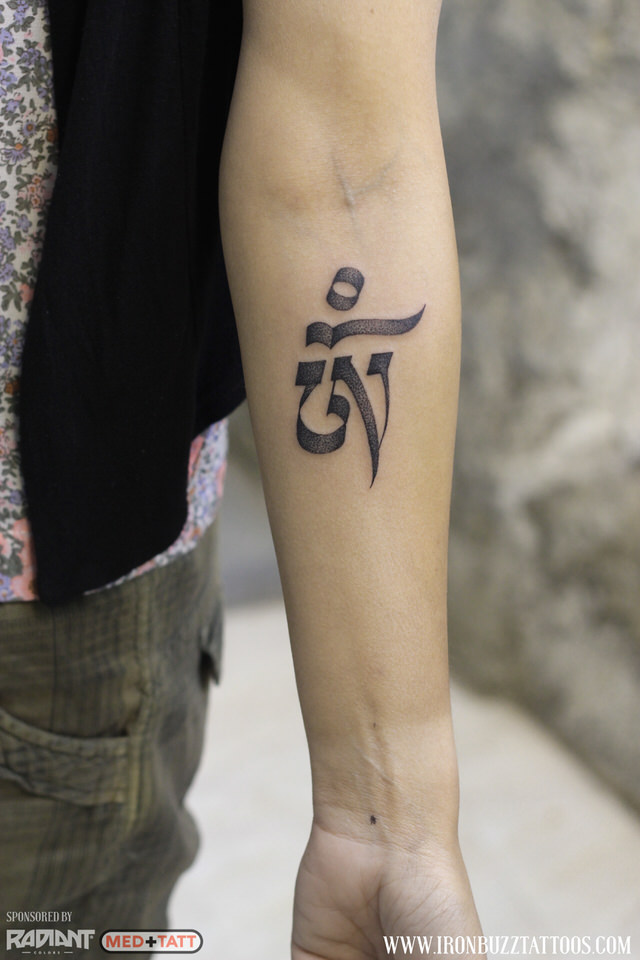 hindu-om-calligraphy-tattoo-by-best-tattoo-artist-jayesh-eric-jason-dsouza-iron-buzz-tattoos-in-mumbai.jpg