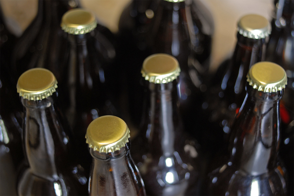 closeup_of_dunkelweizen_bottles.jpg
