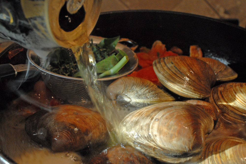 pouring-beer-on-clams.png